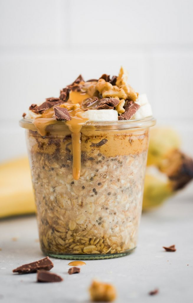oats with banana and chocolate in weckjar